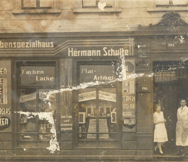 Historisches Bild - Vorderansicht Ladenlokal Farbenspezialhaus Hermann Schulte