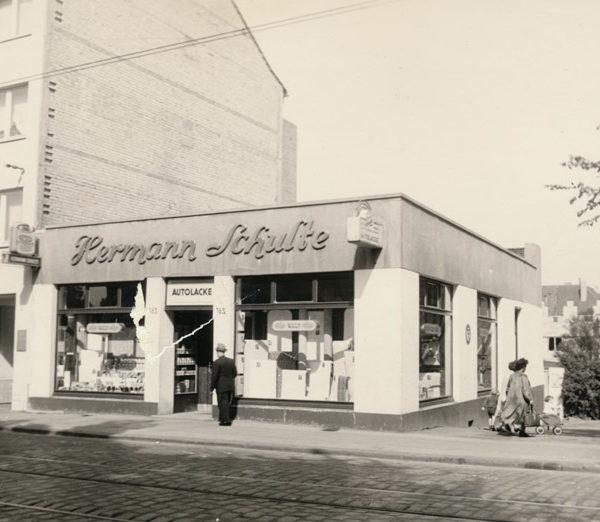 Historisches Bild - Vorderansicht Ladenlokal Hermann Schulte