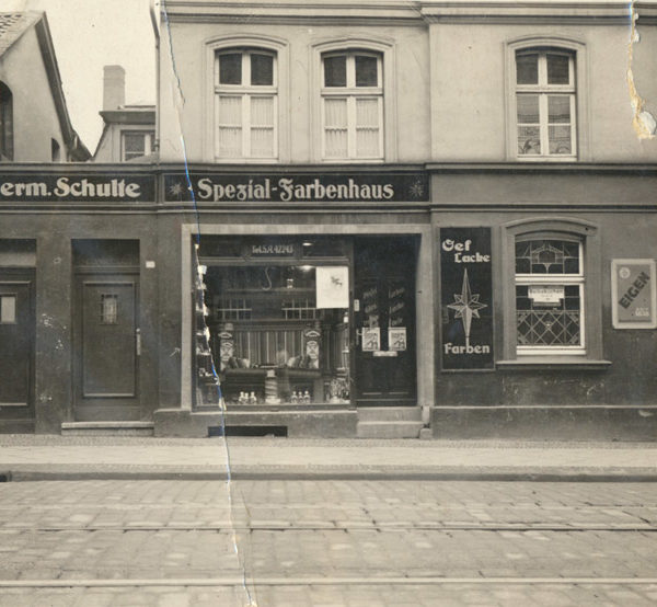 Historisches Bild - Vorderansicht Ladenlokal Spezial-Farbenhaus Hermann Schulte