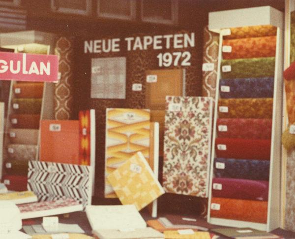 Historisches Bild - Auswahl an Tapeten und Bodenbelaegen Hermann Schulte